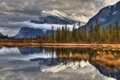 Картинка облака, осень, деревья, горы, снег, небо, озеро