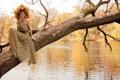 Картинка осень, девушка, река, дерево