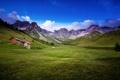 Картинка поле, лето, пейзаж, горы, дом