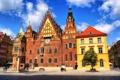 Картинка небо, облака, дерево, часы, башня, дома, Польша