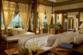 Картинка море, пальмы, комната, книги, окна, кровать, подушки