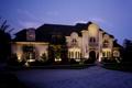 Картинка свет, ночь, дизайн, дом, газон, фонари, особняк