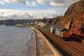 Картинка море, город, берег, поезд, склон, холм, железная дорога