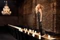Картинка стены, модель, стулья, кирпич, свечи, платье, актриса