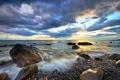 Картинка море, пляж, облака, закат, галька, камни, горизонт