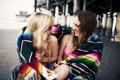 Картинка девушки, смех, брюнетка, блондинка, подруги, смеются