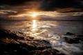 Картинка море, небо, солнце, облака, закат, камни, рассвет