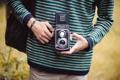 Картинка полоски, камера, руки, фотоаппарат