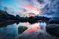 Картинка камни, прозрачность, небо, облака, восход, озеро, валуны