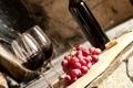 Картинка ягоды, вино, красное, бутылка, виноград, гроздь, пробка