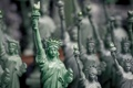 Картинка свобода, фон, статуэтки