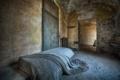 Картинка кровать, двери, комната
