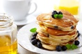 Картинка оладьи, завтрак, мед, еда, блины, ягоды, тарелка