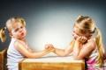 Картинка девочки, сёстры, Arm Wrestling