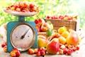 Картинка ящик, абрикос, весы, груши, черешня, листики
