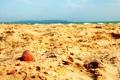 Картинка песок, море, лето, небо, обломки, тепло, берег