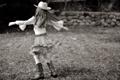 Картинка трава, юбка, ковбой, кружится, природа, фон, дети