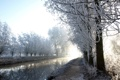 Картинка зима, иней, деревья, река