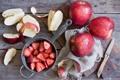 Картинка яблоки, клубника, нож