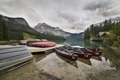 Картинка лес, горы, природа, озеро, пристань, лодки, Канада