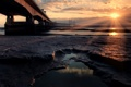 Картинка море, солнце, лучи, мост, камни, океан, берег