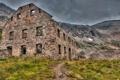 Картинка дорога, трава, горы, здание, руины, заброшенность, каменное