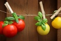 Картинка помидоры, прищепки, шпагат, томаты