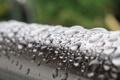 Картинка капли, дождь, железо, лето, перила, макро, фокус