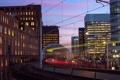 Картинка свет, город, огни, поезд, дома, вечер, выдержка