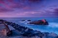 Картинка море, скамейка, камни, побережье, вечер, горизонт, Калифорния