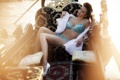 Картинка грудь, вода, девушка, диван, ноги, модель, лодка