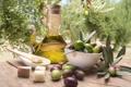 Картинка сухарики, масло, плошка, ветка, оливки