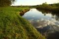 Картинка небо, трава, облака, пейзаж, природа, река, отдых