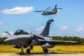 Картинка истребитель, вертолет, аэродром, многоцелевой, Dassault Rafale, доставка, Chinook
