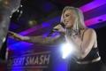 Картинка английская поп-певица, Natasha Bedingfield, Desert Smash, Наташа Бедингфилд, микрофон