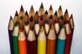 Картинка макро, светлый фон, цветные карандаши
