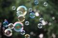 Картинка отражение, мыльные пузыри, боке