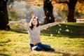 Картинка листья, девушка, настроение