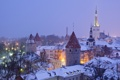 Картинка Эстония, Tallinn, вечер, огни, крыши, дома, зима