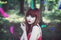 Картинка разноцветные, перья, рыжеволосая девушка