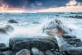 Картинка море, небо, облака, брызги, шторм, камни