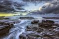 Картинка море, облака, закат, тучи, камни, берег