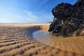 Картинка песок, пляж, вода, скала, отлив