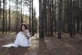 Картинка лес, взгляд, девушка, деревья, платье, кольцо, шатенка