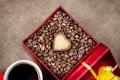 Картинка коробка, подарок, сердце, кофе, зерна, печенье