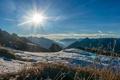 Картинка трава, солнце, зима, горы, снег, вершины