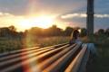 Картинка девушка, солнце, закат, рельсы