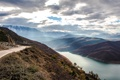 Картинка дорога, небо, облака, горы, река, mountains