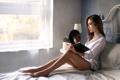 Картинка девушка, окно, книга, ножки, Jess