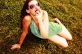 Картинка трава, девушка, свет, очки, персик